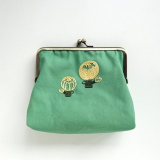 Embroidered gold bag - flower
