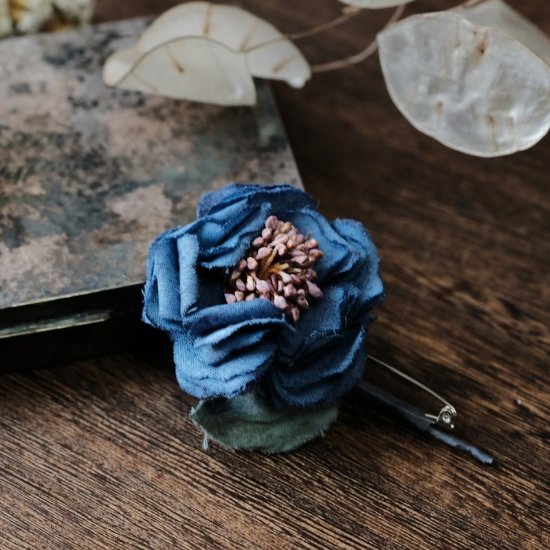 Cotton-rose brooch  Handmade fabric flowers brooch
