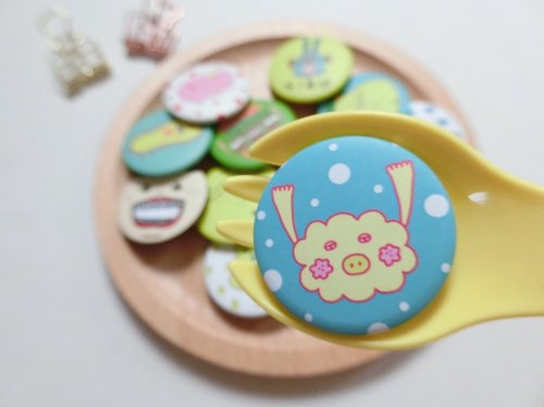 Cloud flower pig / tin badge badge