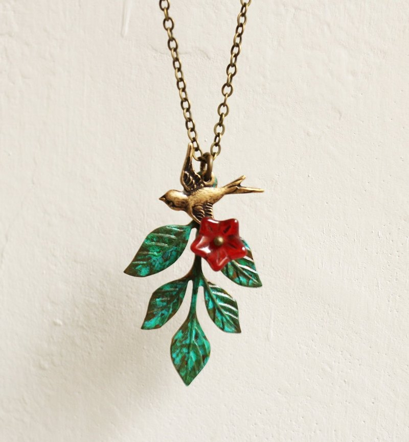 Swallow The leaves and flowers necklace
