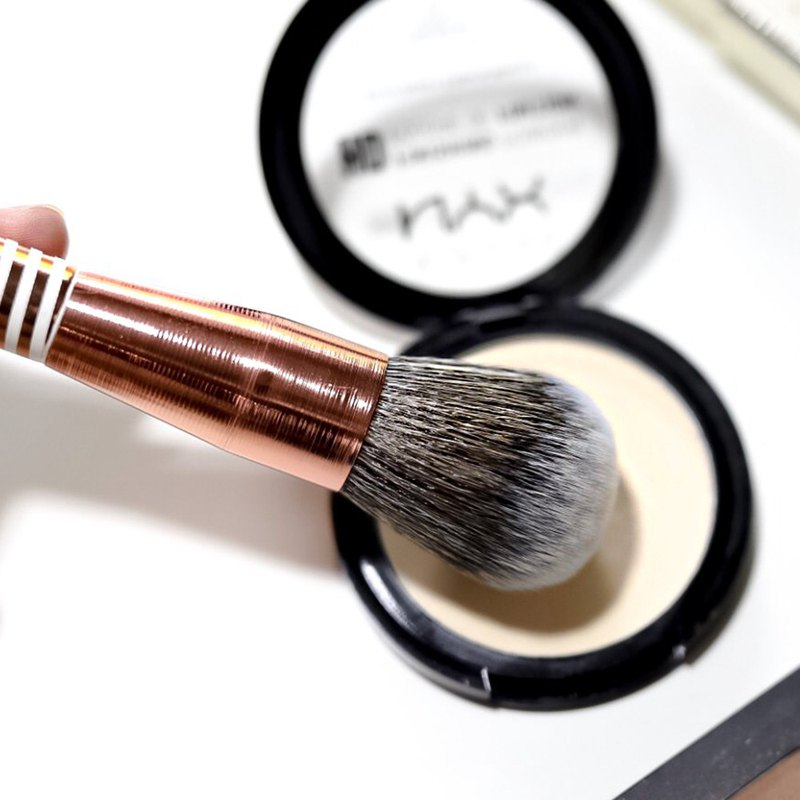 F01 - Face Makeup Brush