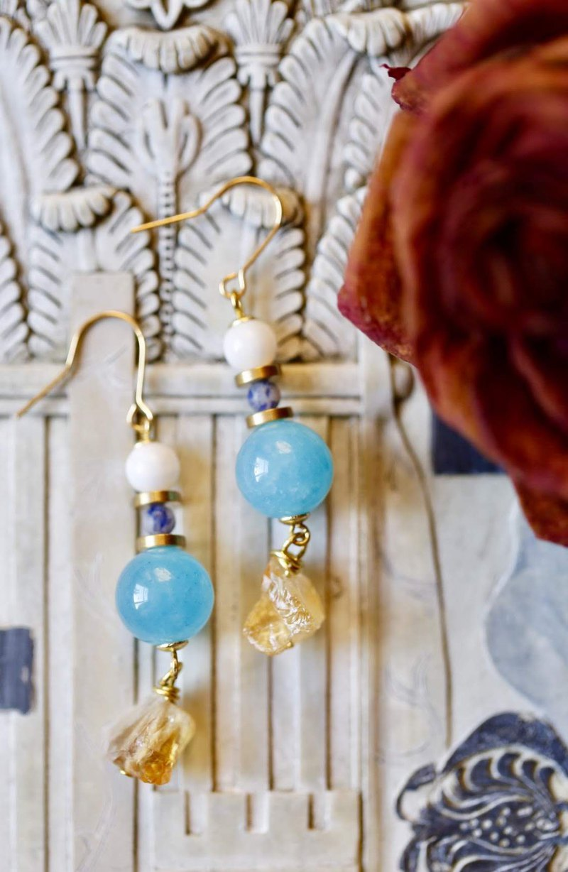 || Blue Gold || Natural stone dangling brass earrings. Blue Morganite / Citrine Raw Ore / Soda