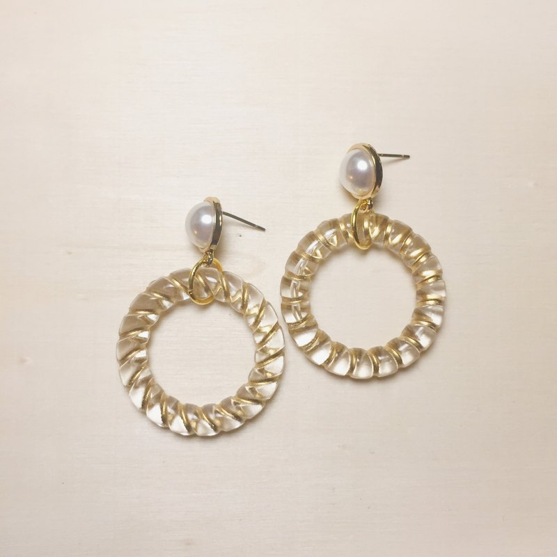 Vintage transparent spiral gold big round earrings