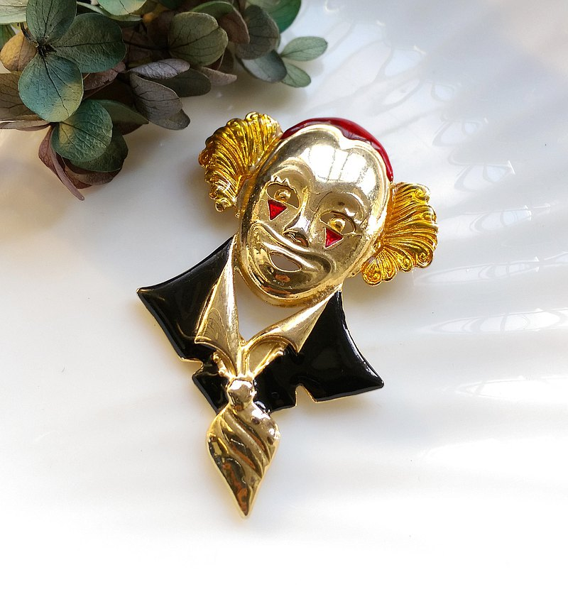Western antique jewelry. Character theme gentleman clown mask pin