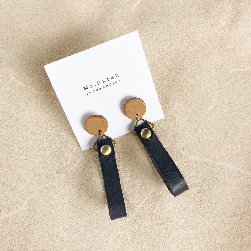 Leather earrings_ Round ribbon 1 work _ light brown with dark blue (can be changed)