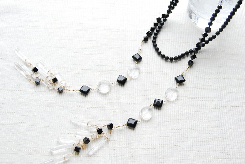 It will also be a laitette long necklace of onyx and crystal monotone 14kgf