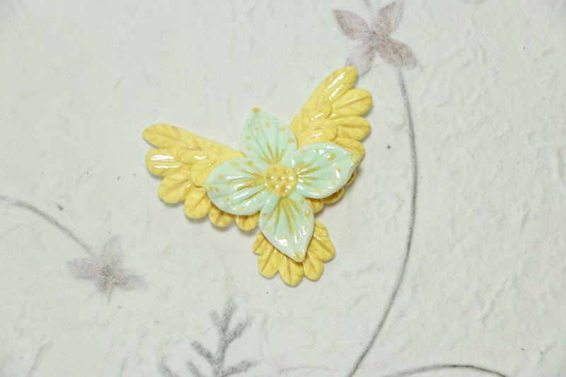 Wake up garden daffodils | light clay golden bird flower brooch