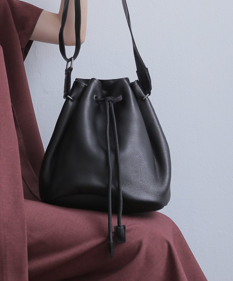 Simple design leather shoulder bucket bag black