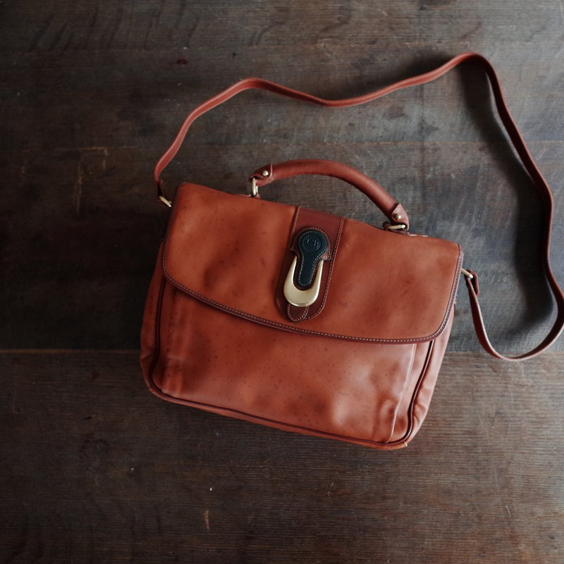 CB / / brown / / leather / / small briefcase / / antique bag / / Italy system / / shoulder / / magnetic buckle