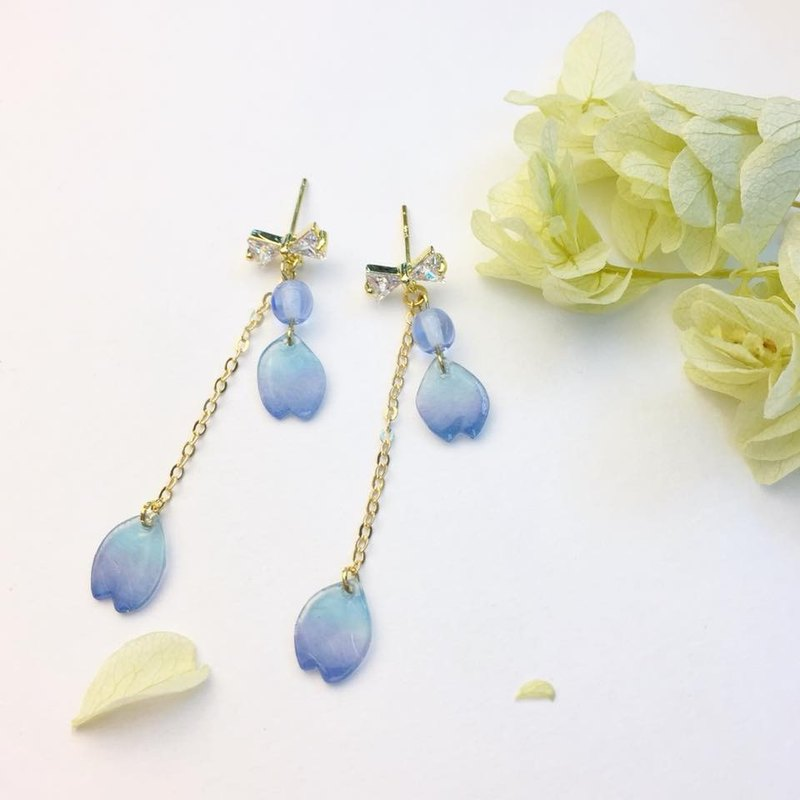 Crystal Ribbon Tie with Blue Sakura Paddles Earrings