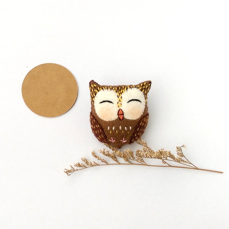 Smile owl brooch / hair bundle / magnet