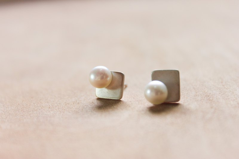 [Pearl Square] sterling silver earrings natural freshwater pearl ear pin designer hand made goods