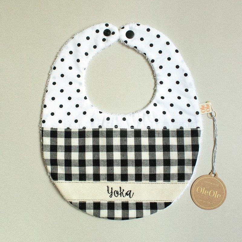簡約 黑白 繡名 客製名字 圍兜 口水巾 口水肩 彌月禮盒