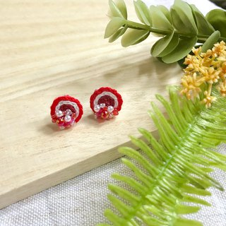 Hand-made embroidery / / red and white garden embroidery earrings / / can be clipped