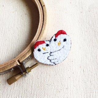 Hand-made embroidery * Year of the Rooster also love each other embroidery brooch
