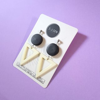 Black and white distinct ear pin / ear clip handmade earrings Korea direct