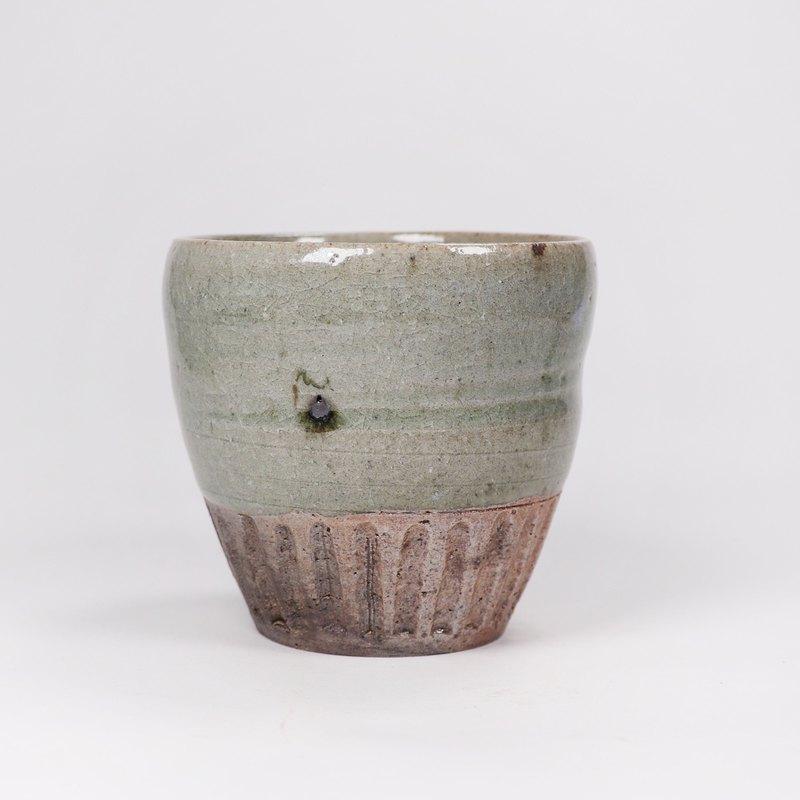 明芽窯 l 柴燒青瓷鐵斑刻紋茶杯水杯