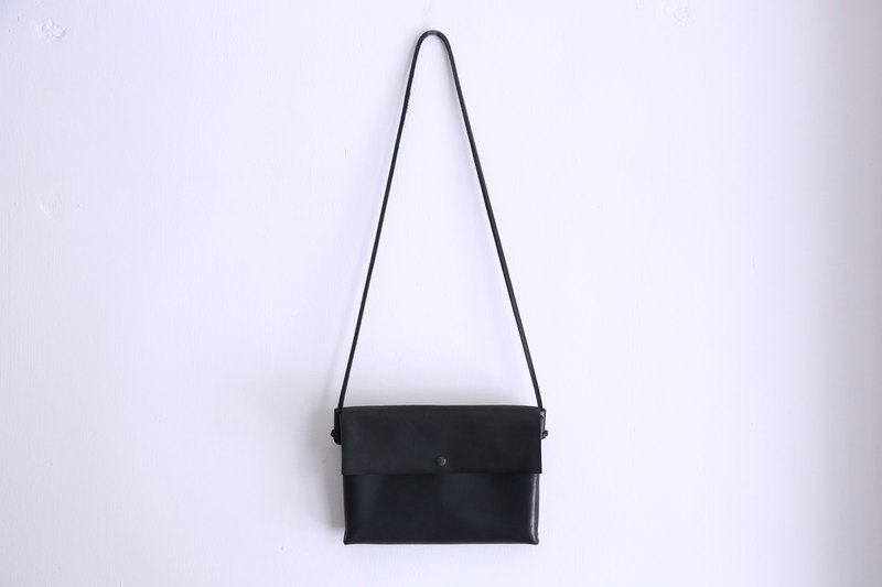 Small shoulder bag - black
