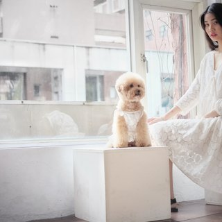 | chacha.metyou / White flower lace knotted dress / with dog hairy child |