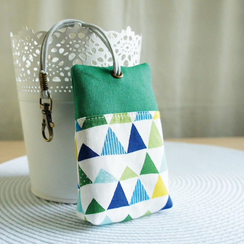 Lovely [Japanese cloth] green triangle palm house plastic steel zipper key case, ID card available