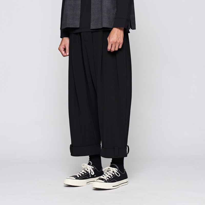 8 lie down . Pleated trousers