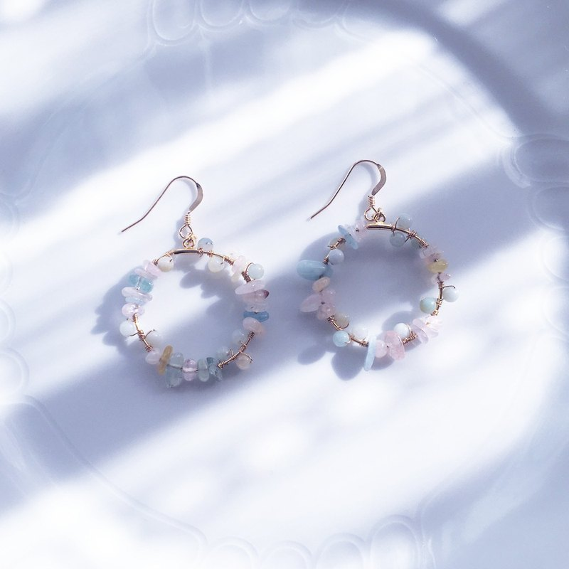 : present: Circle earrings with colorful stones