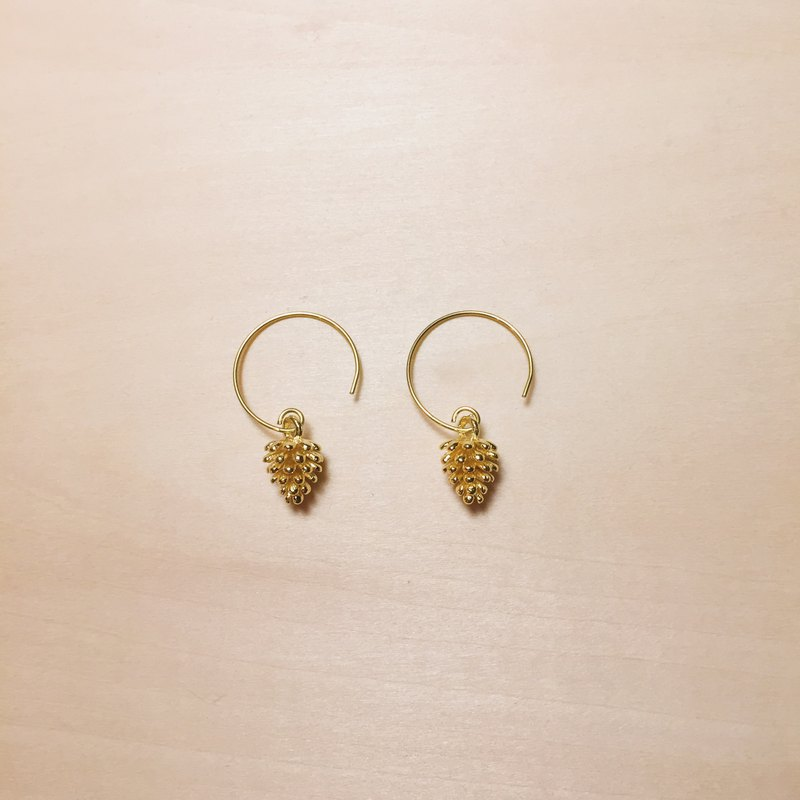 Vintage golden pine cone earrings
