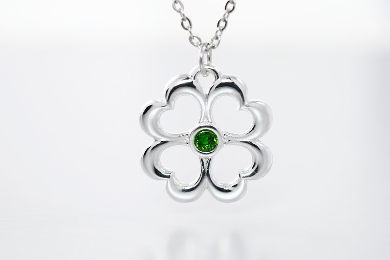 Flower series lucky four-leaf clover hollow necklace green diamond