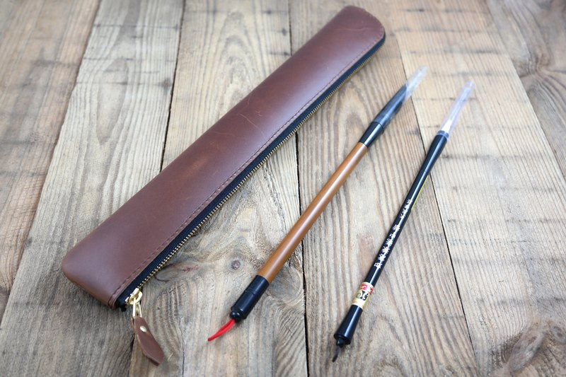 APEE leather hand ~ zipper brush set ~ retro oil brown