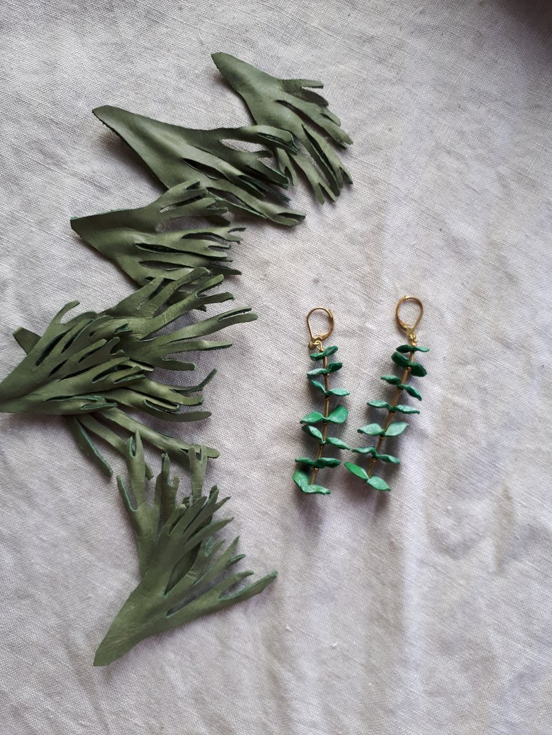 Round leaf eucalyptus earrings _ leather hand dyed shape