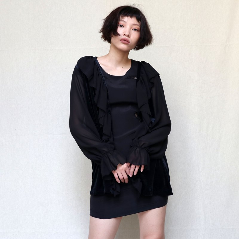 Pumpkin Vintage. Ancient black ruffled stitching blouse jacket