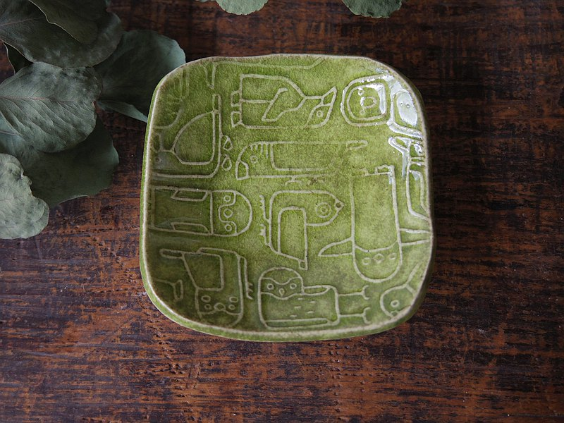 Green square tiny plate with relief birds