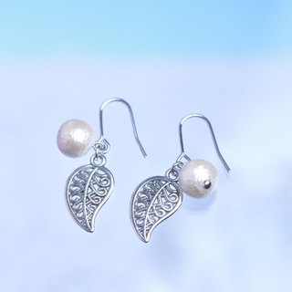 leaf & cotton pearl ①pierced earrings②clip earrings