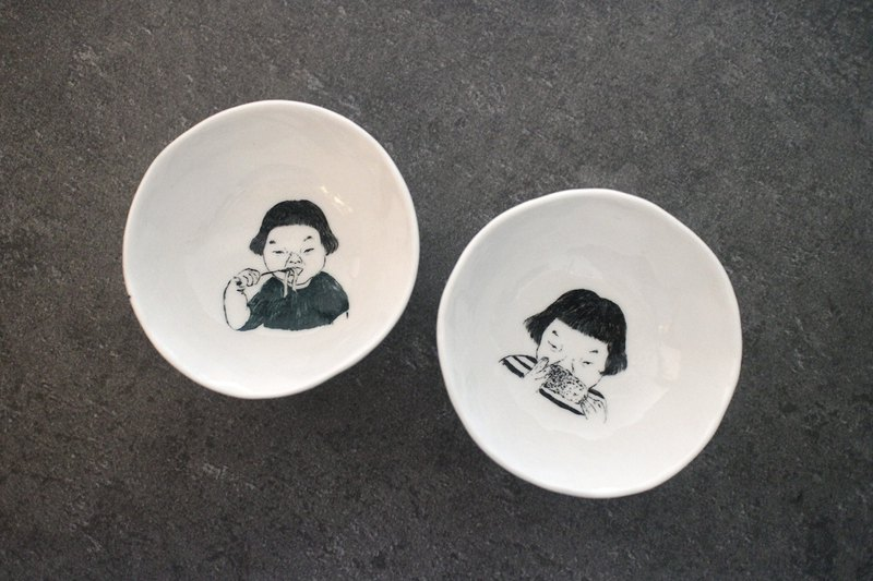 Orphaned hand-painted porcelain bowl [Ceramic 01]
