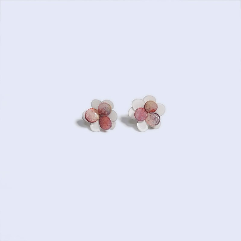 Flower bud (star powder) resin earrings ear pin / ear clip