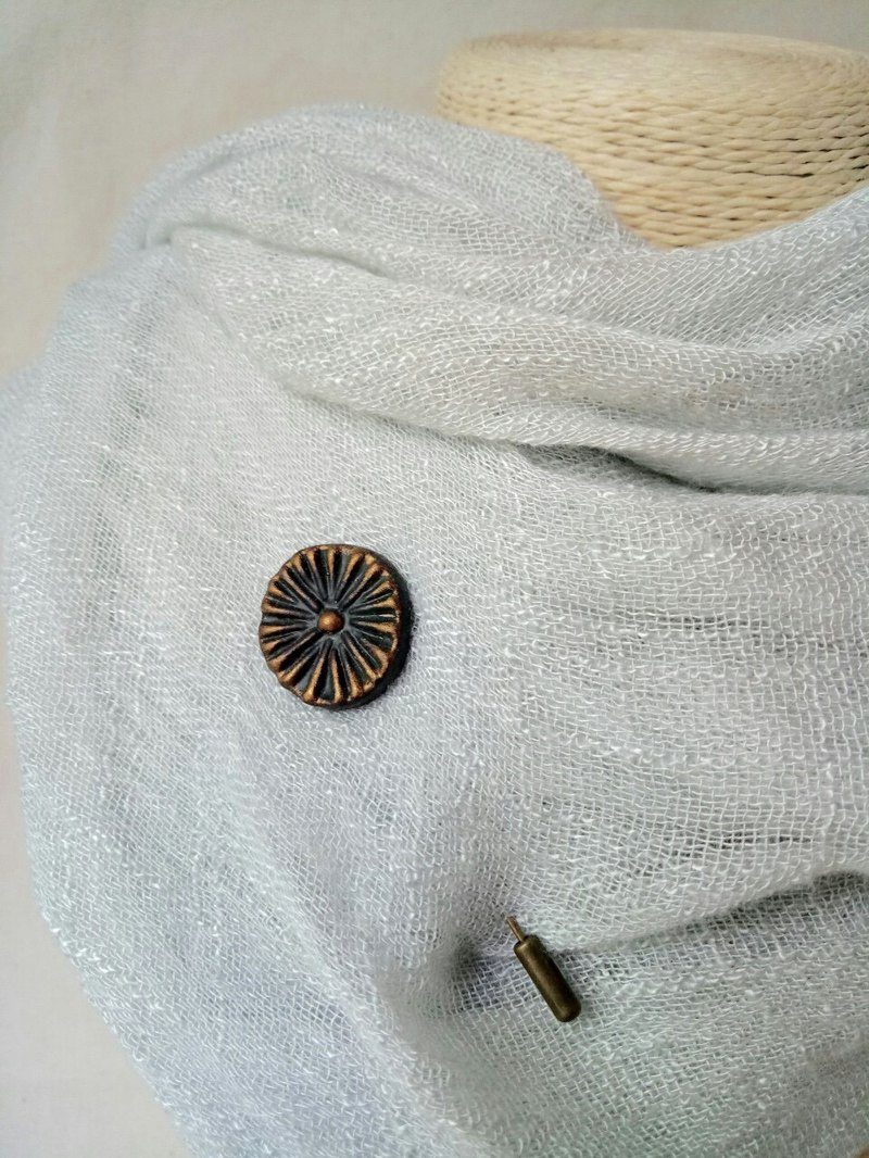 Black gold flower long tail pottery pin
