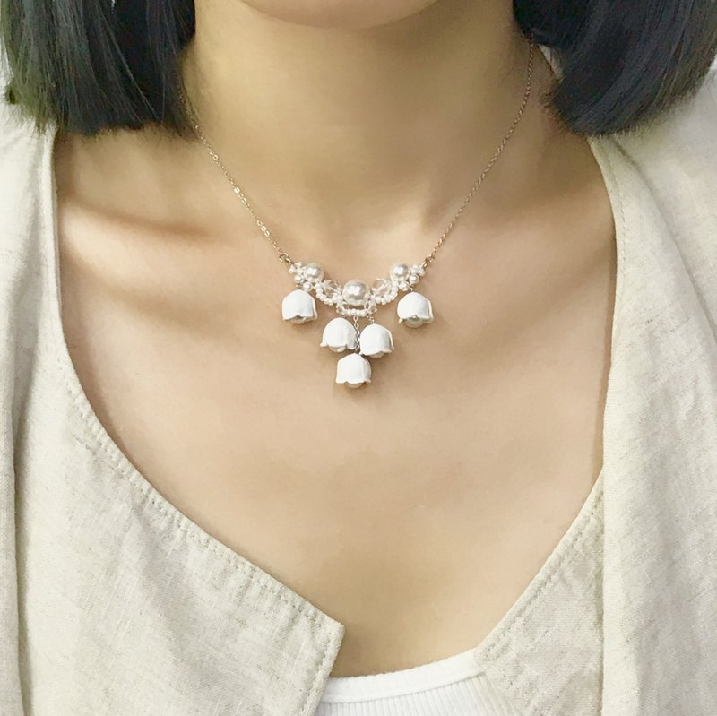 Leather Lily of the valley crystal pearl Neckline (Smart-Casual)