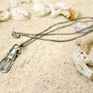 Divers Flipper Necklace sv.ver