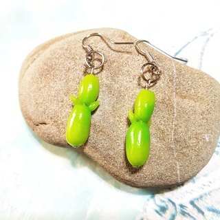 Q version of the small bamboo ear hook earrings