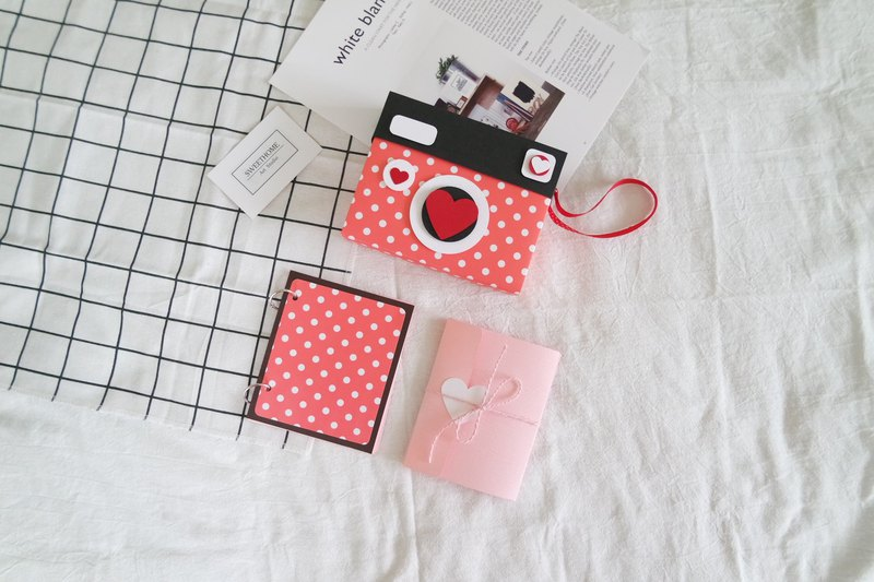 Camera styling handmade card x red polka - Valentine's Day card / handmade book / photo album