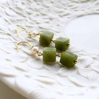 [Sang Sang] White Matcha Tea I. Natural pearl. Matcha green natural stone earrings