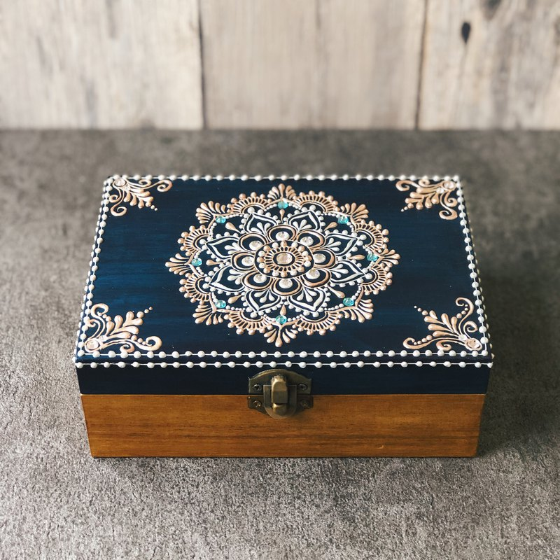 [carved painted jewelry box] HENNA / ethnic style / mandala / Zen winding / Morocco / wooden box / Egypt
