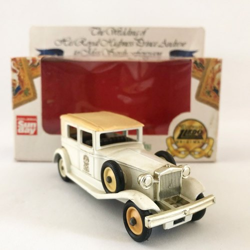 British system early 1986 white royal wedding commemorative car models (including original box) (Pinkoi limited) (J)