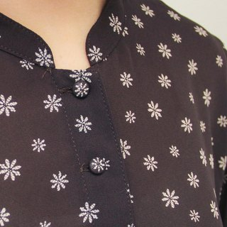 …{DOTTORI :: TOP}Chocolate Brown Floral Top with Banded Collar