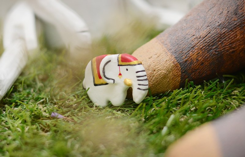 a little white Thai elephant handmade brooch from Niyome clay.