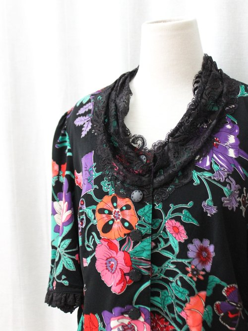 【RE0720T142】 retro black flowers ancient shirt