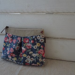 [elegant] cosmetic bag / small bag (good looking blue flower)