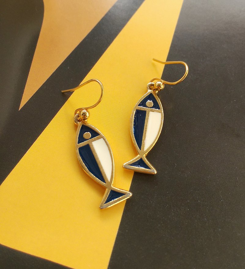 Western antique ornaments. Enamel fish earrings