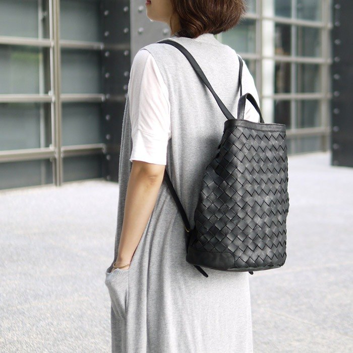 Staff hand working staff dyed knitted leather large zipper three-dimensional handbag / backpack Made in Japan by Robita
