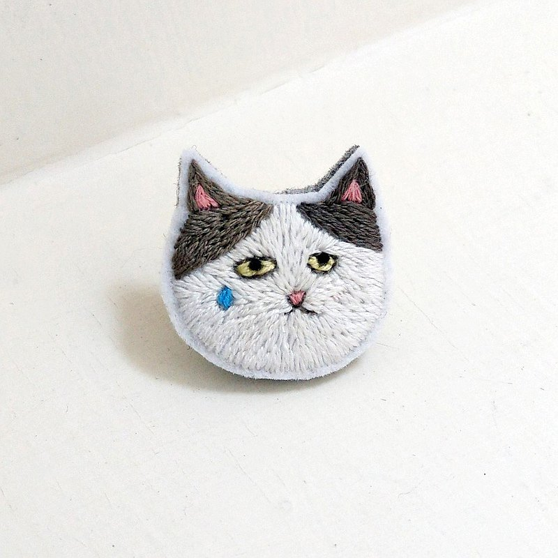 (with instructional film) Iridium's emoticon badge embroidery DIY kit - I am really hurt